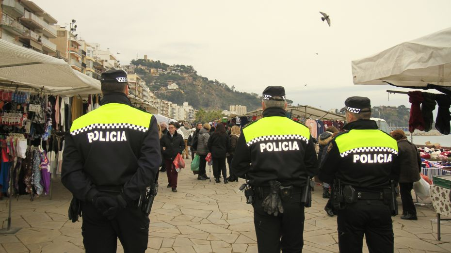 1545323147Patrulla Policia Local Zona Mercat 5.jpg