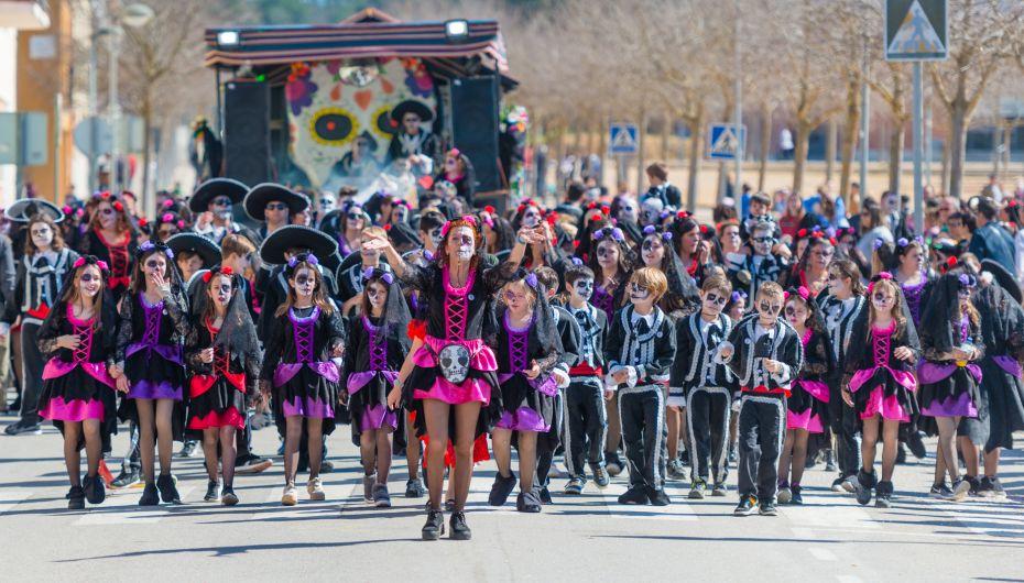 Llagostera. 40 comparses, amb més de 2.000 persones, a la gran rua de  carnaval de Llagostera